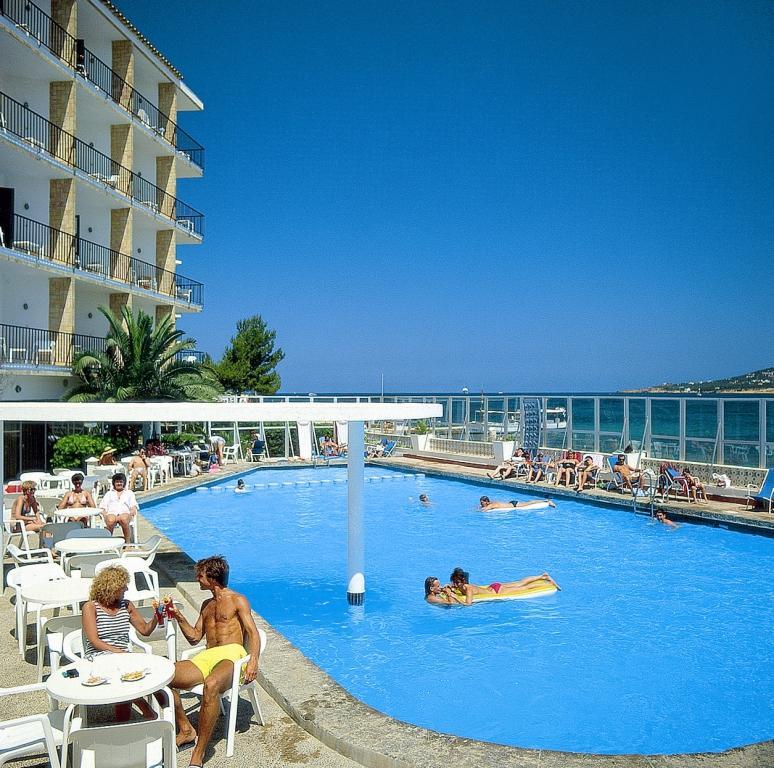 Hotel club san remo hotel san antonio ibiza ibiza for Hotels ibiza