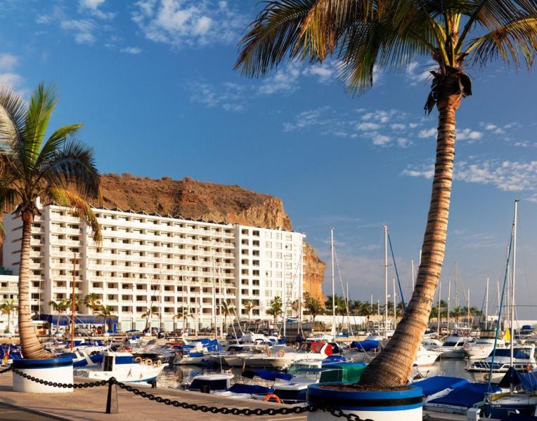 Marina Suites Aparthotel